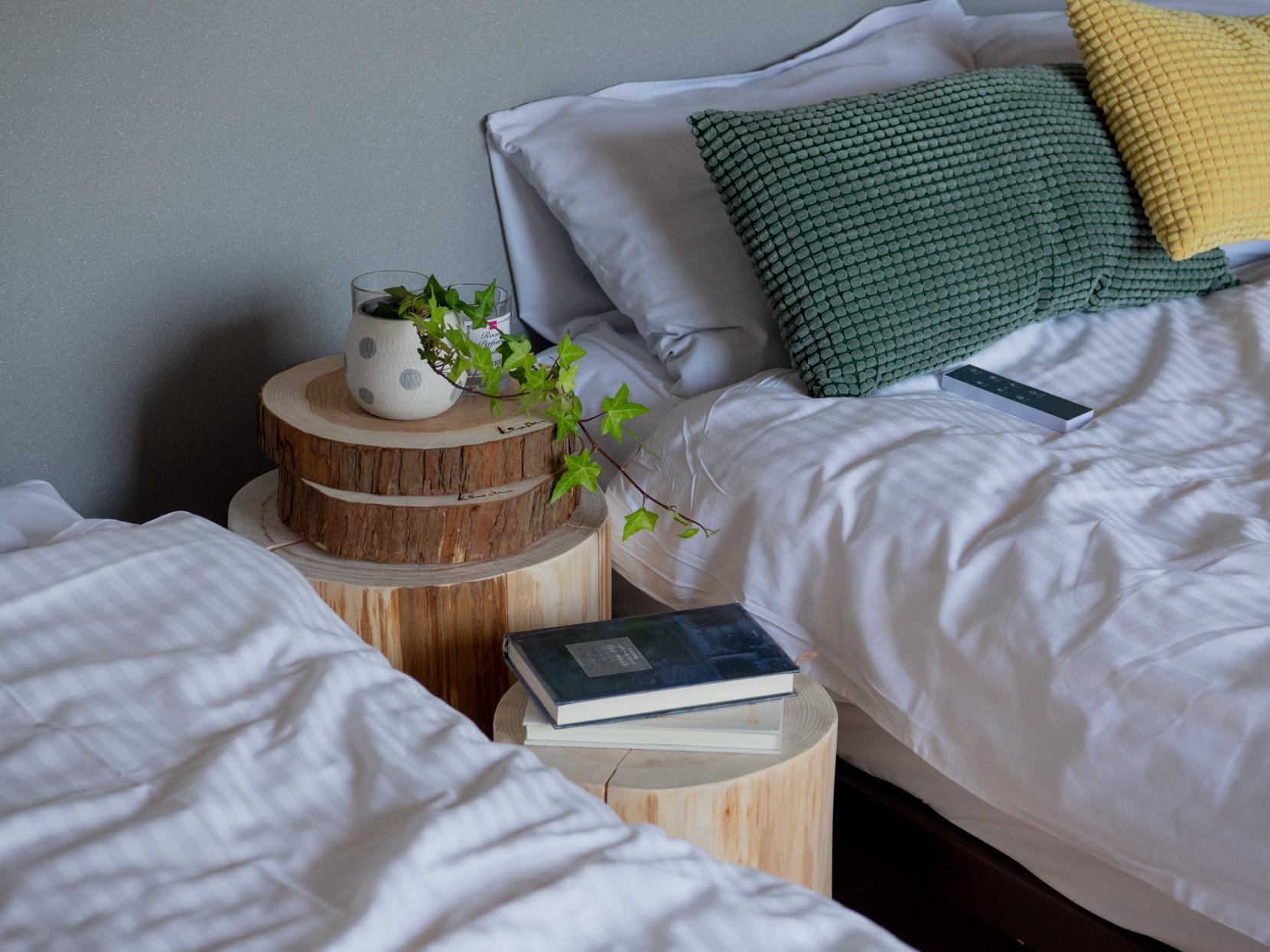 ベッドサイドのインテリア雑貨